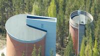 Paimion Vesihuollon vesitornit ylhäältä päin kuvattuna.
